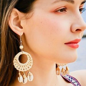Summer look 🍍handmade shell rattan woven earrings